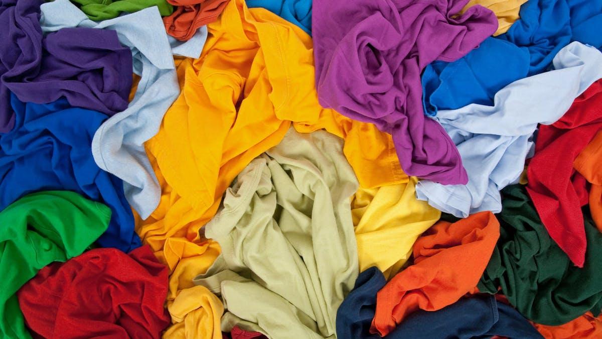 Le gouvernement veut interdire la destruction des habits invendus.
