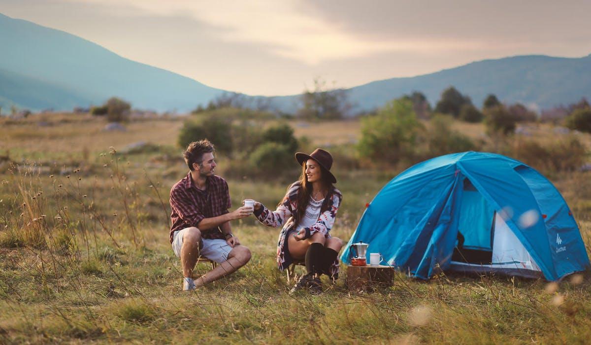 La loi française réglemente le camping sauvage.