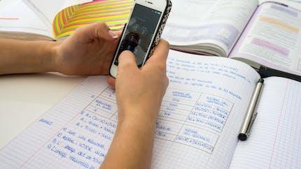 Une proposition de loi pour durcir l'interdiction du téléphone portable à l'école
