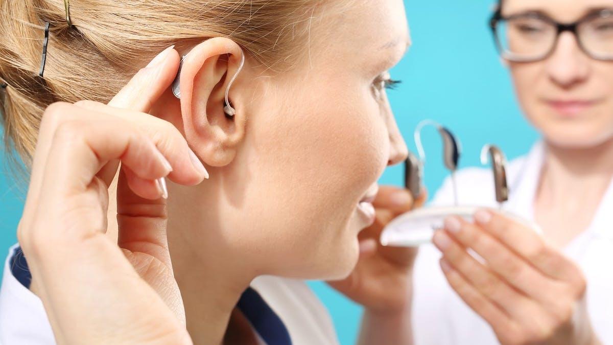 Les appareils auditifs les plus basiques seront totalement pris en charge à partir de 2021.