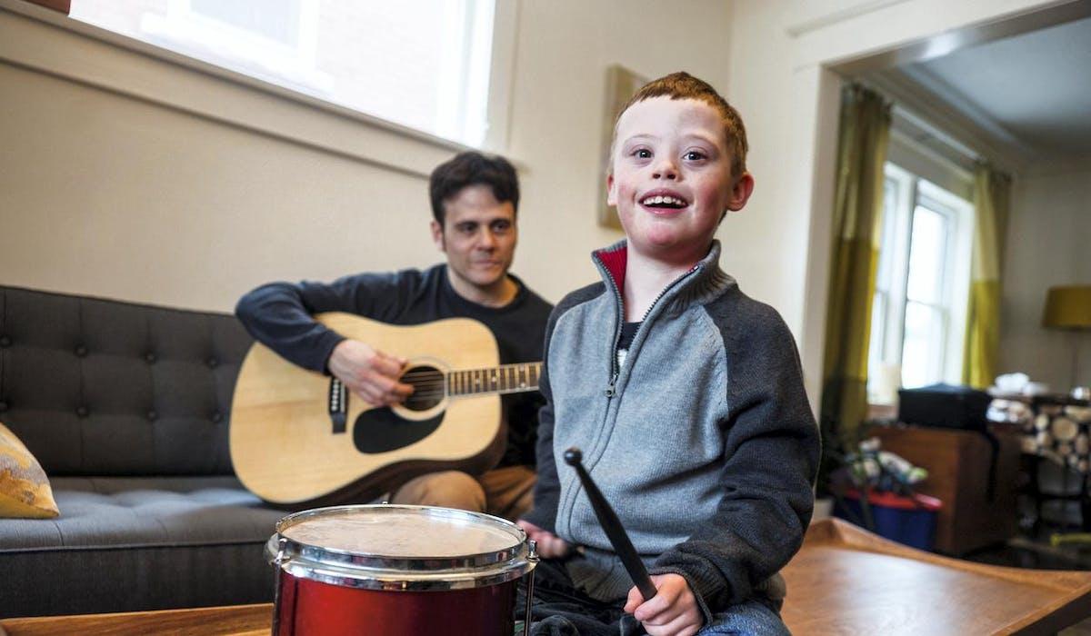 Le complément d'AEEH compense les sommes engagées par les parents d'un enfant handicapé pour son développement, son épanouissement et son éducation.
