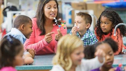 Education : bientôt une prime au mérite pour les enseignants des quartiers très difficiles ?