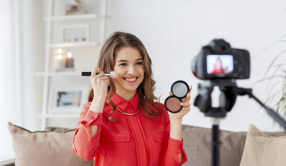 Le maquillage, un thème très abordé sur le site de vidéos.