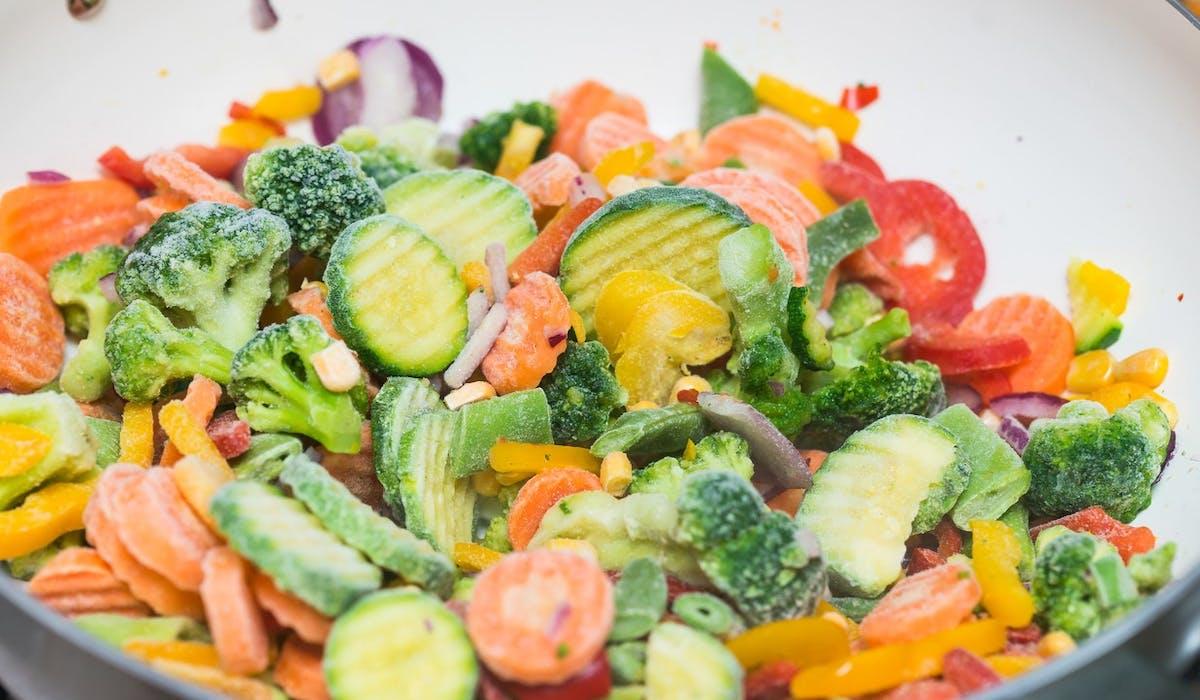 Les enseignes Auchan, Carrefour, Intermarché, Leader Price et Lidl ont rappelé des légumes surgelés et plats préparés.