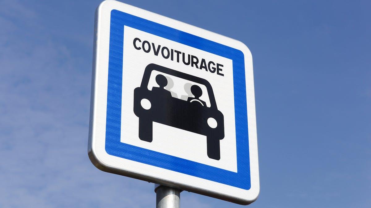 Le gouvernement veut plus de places de stationnement réservées au covoiturage.