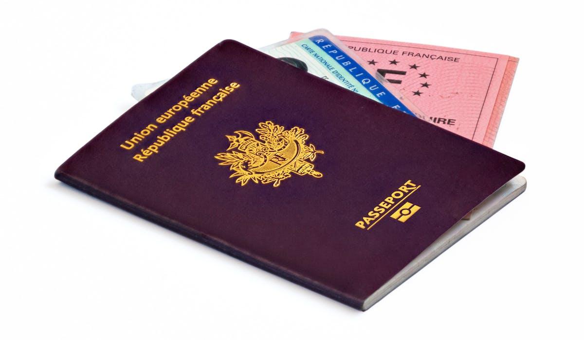 En cas de vol de ses papiers, il faut le déclarer au plus vite à la police locale et au consulat français.