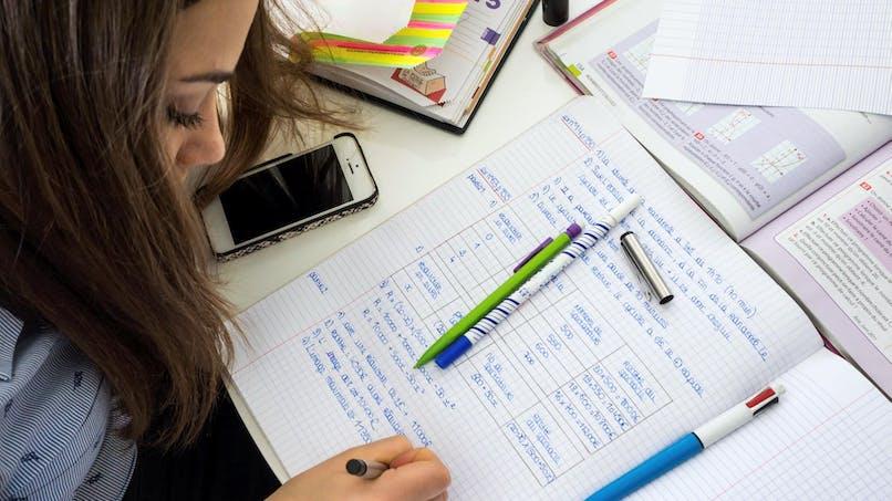 Téléphone portable à l'école: une loi pour renforcer l'interdiction