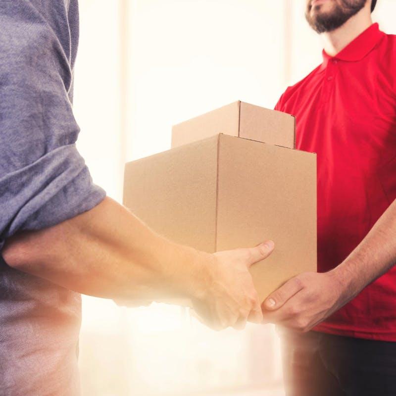 Envoi de colis : livraison express, à domicile ou dans un point relais ?