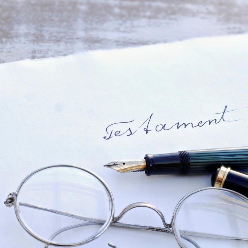 Pacs : les partenaires doivent faire des testaments distincts pour pouvoir se léguer leurs biens