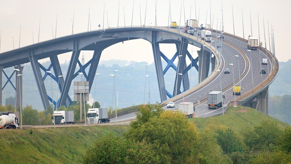 Le pont de Normandie reliant le Havre à Honfleur.
