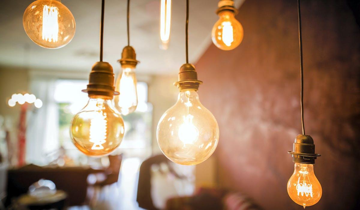 Les magasins ont le droit d'écouler leurs stocks d'ampoules halogènes.