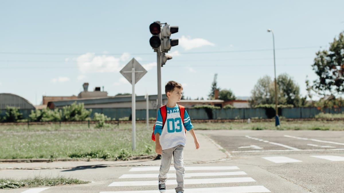 Sur le trajet de la maison à l'école, les enfants peuvent être victimes ou responsables d'un accident.