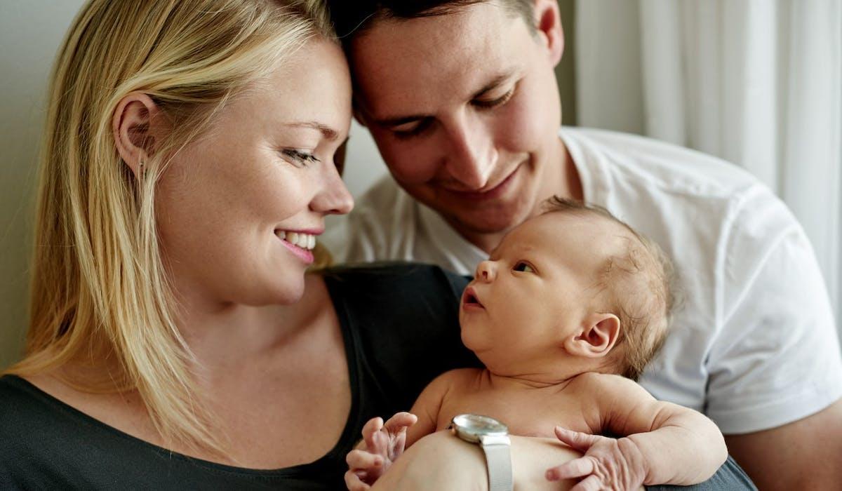 Les enfants nés hors mariage ont les mêmes droits que ceux nés de couples mariés.