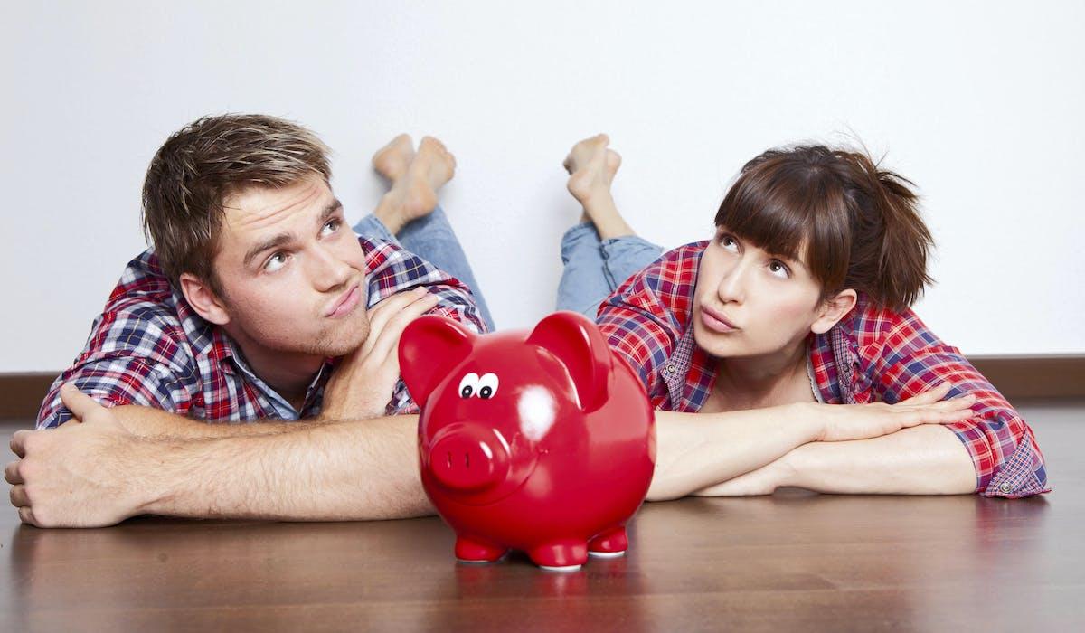 Chacun répartit, dans l'intimité de son couple, les contributions respectives aux dépenses liées au logement et aux enfants.