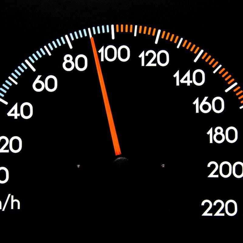 Récupération de point de permis après un petit excès de vitesse : vers une réduction du délai ?