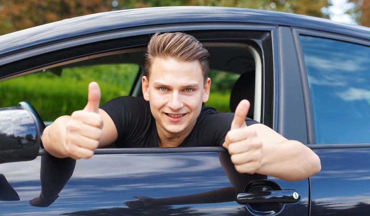 Acheter une voiture d'occasion à un particulier, renseignez-vous sur l'historique du véhicule avant de signer.
