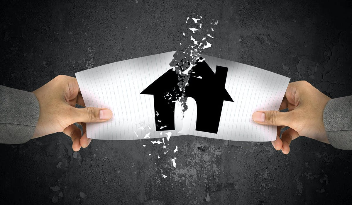 La signature d'un compromis de vente engage le futur acheteur et le futur vendeur d'un logement.