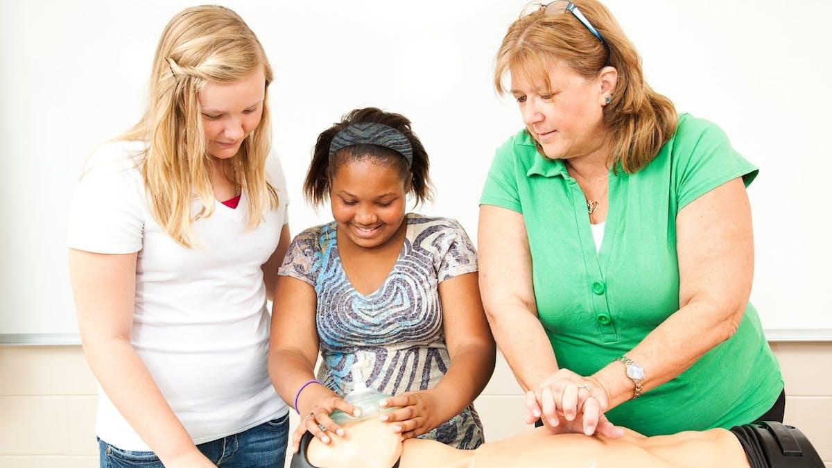 Tous les élèves de 3e seront formés aux premiers secours d'ici 2022.
