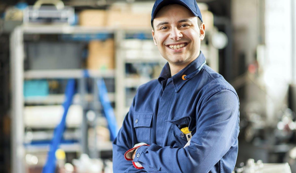 La prime d'activité s'adresse aux personnes tirant des revenus modestes de leur travail.
