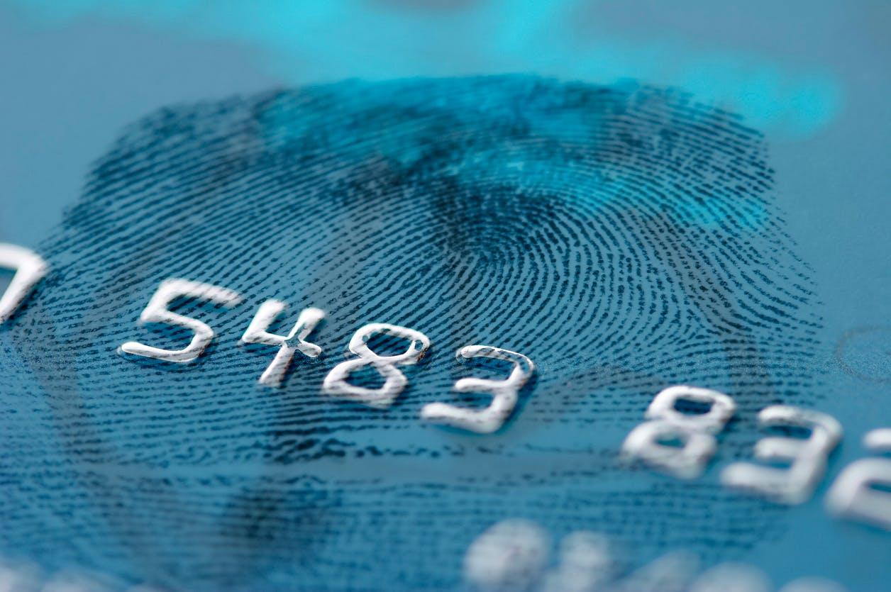 4b1759e1b141c Carte bancaire : l'empreinte digitale pourra bientôt remplacer le code  secret | Dossier Familial | Dossier Familial