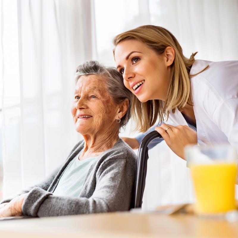 Personne âgée dépendante : les aides financières