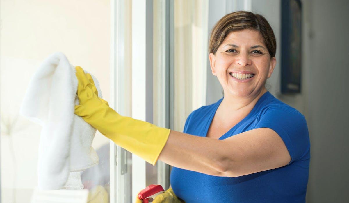 Particuliers employeurs : n'oubliez pas d'augmenter le salaire net de votre salarié à domicile !