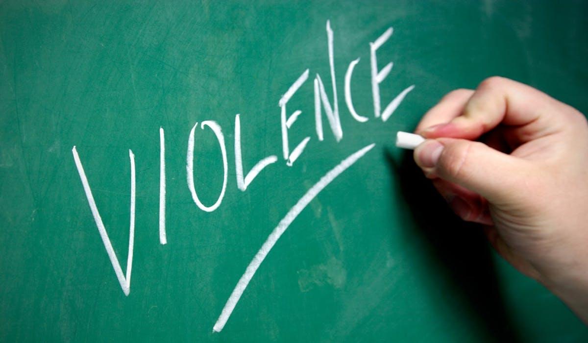 Les enseignants devront pouvoir signaler les incidents dans un registre papier ou numérique.