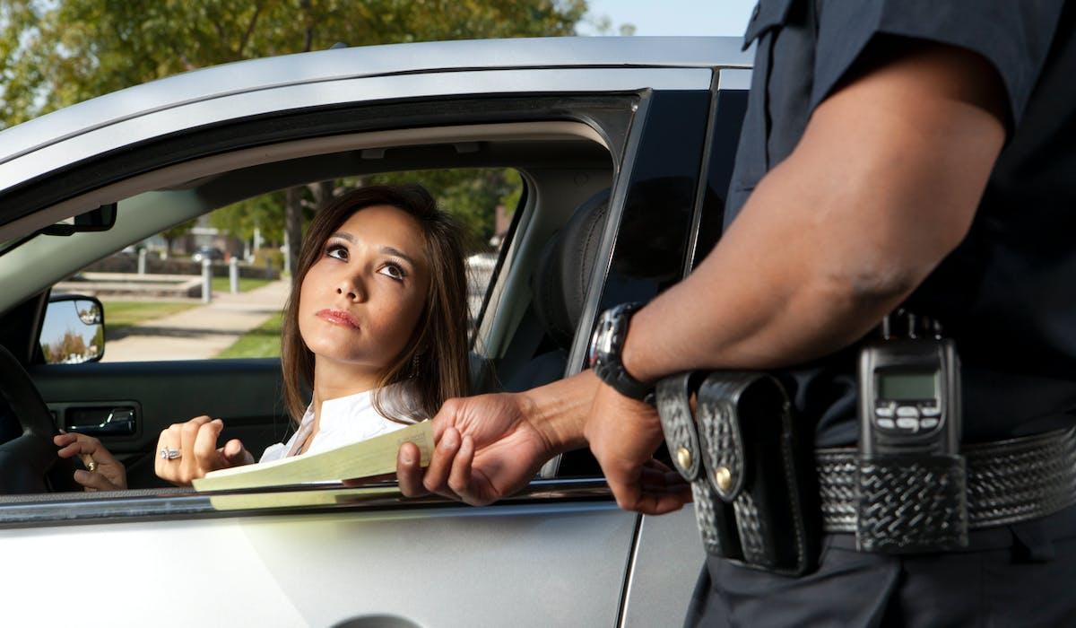Contester en ligne un PV reçu pour défaut d'assurance ou de permis de conduire sera possible à compter du 21 novembre.