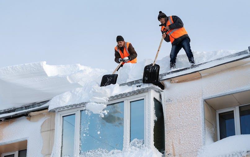 Le syndicat des copropriétaires est responsable du déneigement du toit.