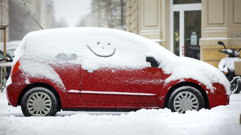 Conduire sous la neige: quelques règles de prudence