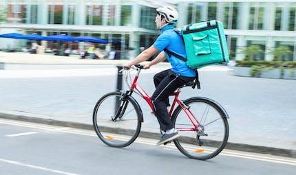 Les coursiers à vélo sont des salariés