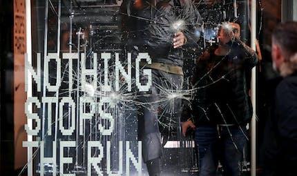 Manifestations des «gilets jaunes» : les salariés des commerces peuvent cesser de travailler