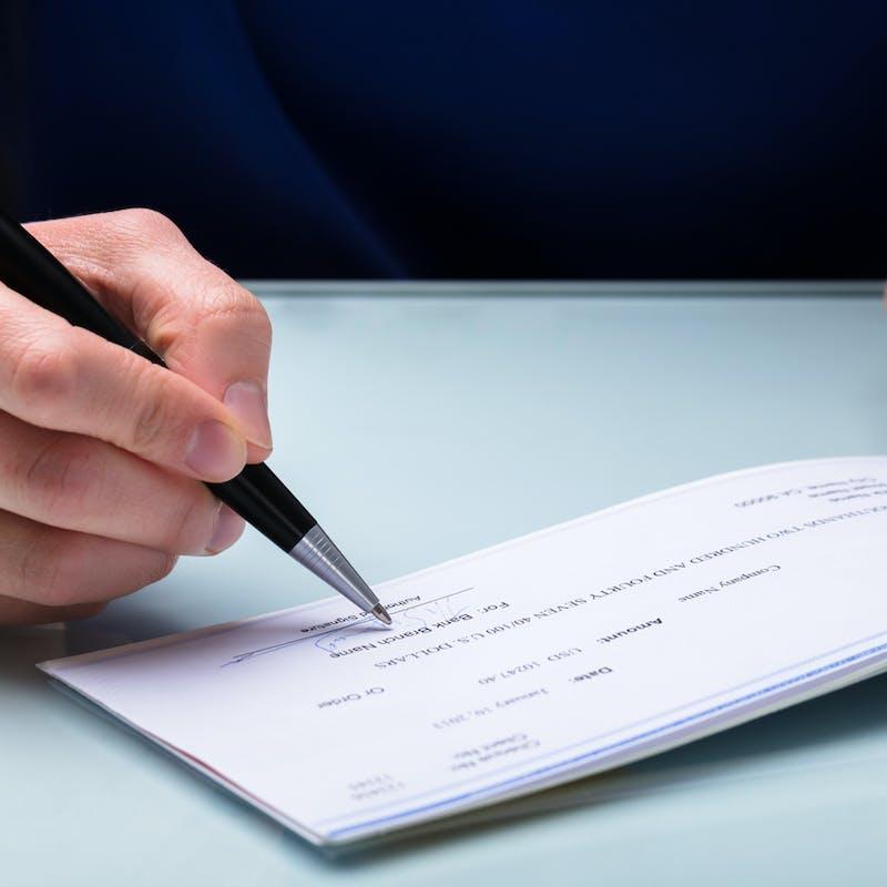 Impôts : pas de pénalité en cas de paiement de la taxe foncière par chèque