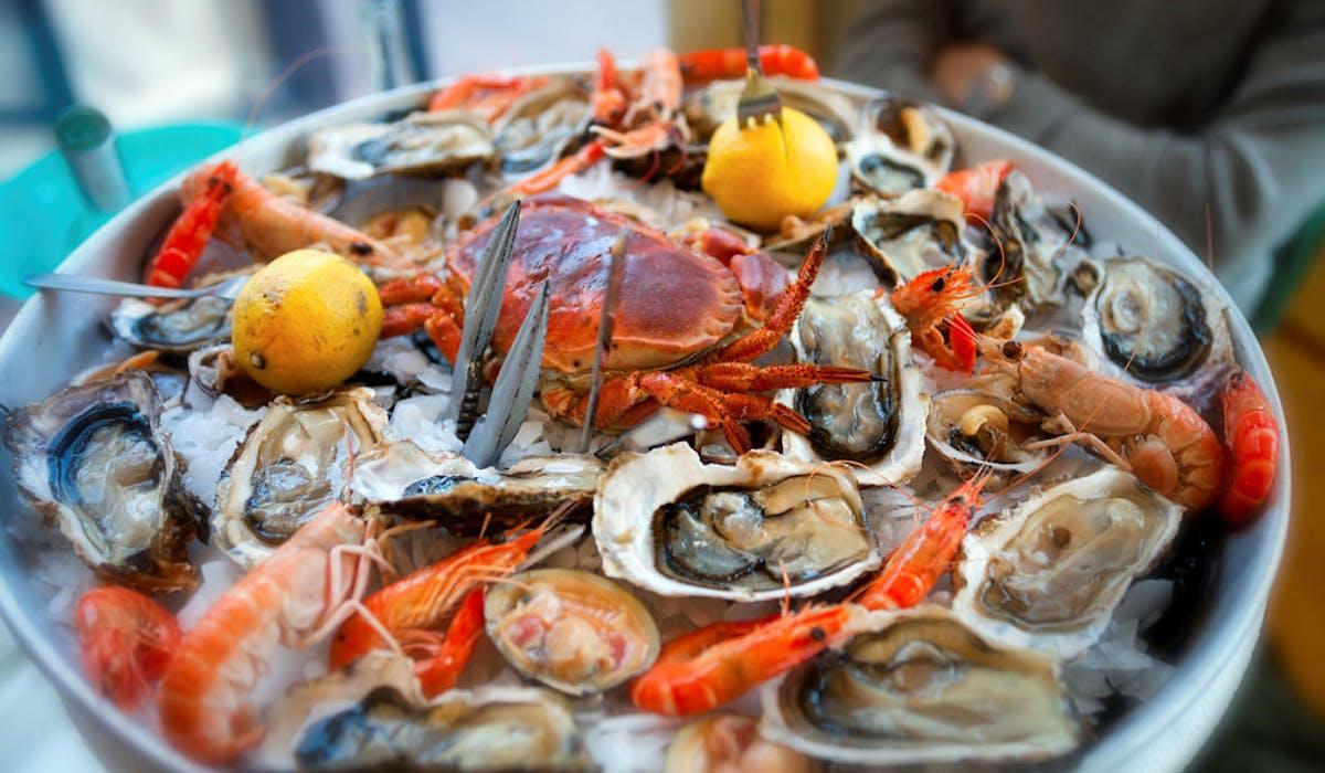 Rois des tables de fin d'année, les fruits de mer, s'ils n'ont pas été acheminés et conservés correctement, peuvent provoquer de sévères intoxications alimentaires.
