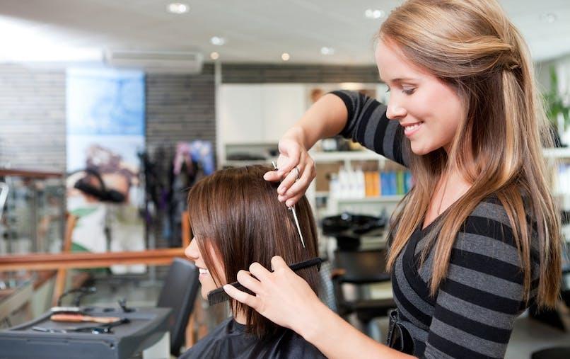 L'association CLCV dénonce une surfacturation fréquente des tarifs femme par rapport aux tarifs homme.