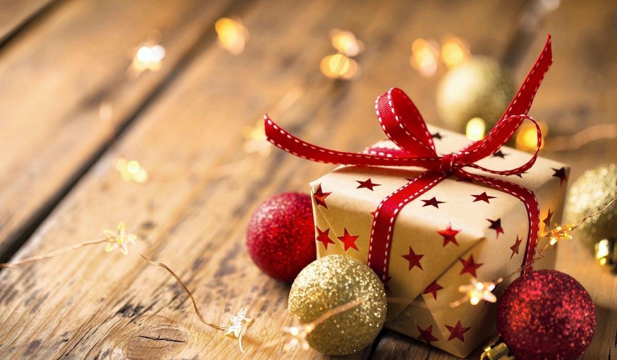 Le «présent d'usage» se distingue du don manuel.