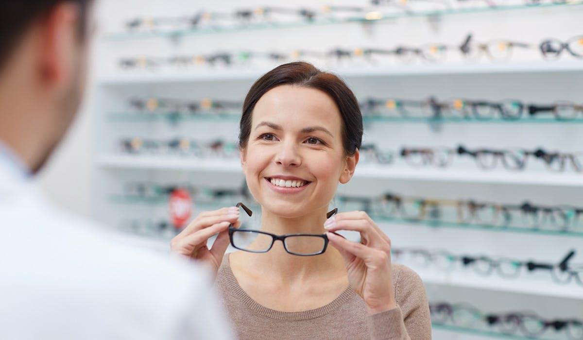70073dcf66 La réforme du reste à charge zéro pour certaines lunettes, prothèses  auditives et dentaires entrera