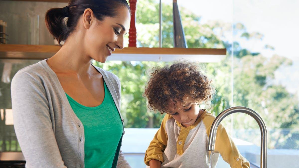 Un foyer de 4 personnes consomme, en moyenne, environ 120 000 litres d'eau par an.