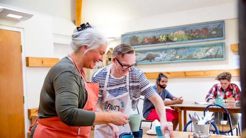 Handicap : le Duoday, une opération pour partager une journée de travail avec une personne handicapée