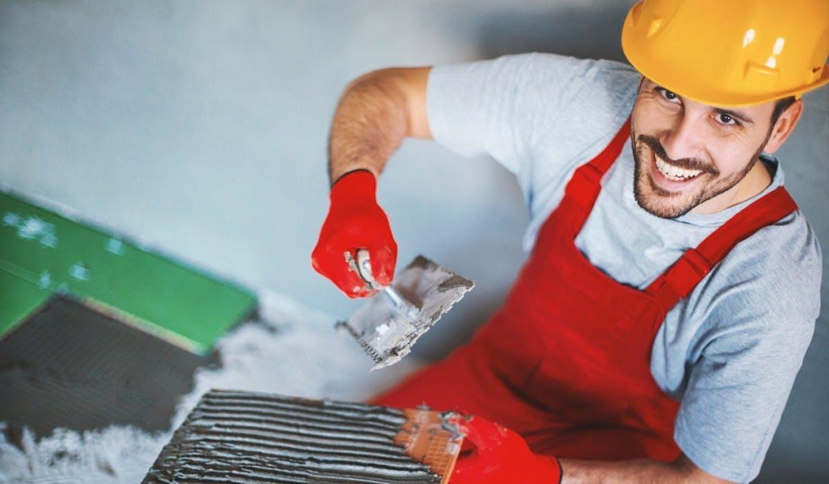 EDF propose une offre de services de travaux à domicile réalisés par des artisans indépendants.