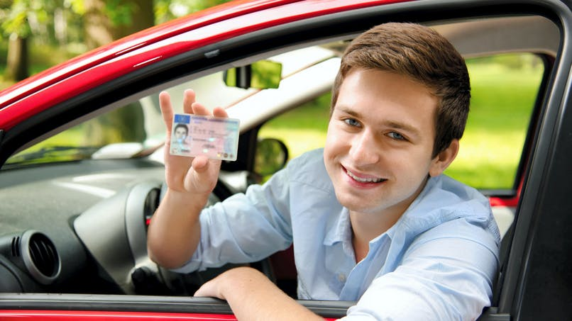 Permis de conduire : l'âge minimum de délivrance va-t-il être abaissé à 17 ans ?