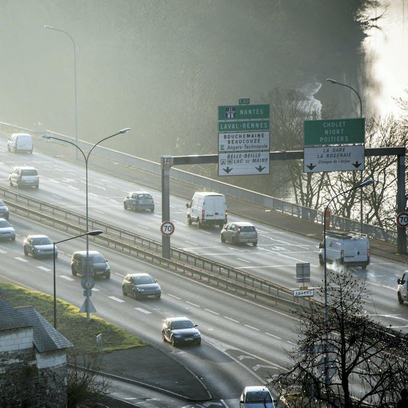 Trajets domicile-travail : la voiture reste le principal moyen de transport