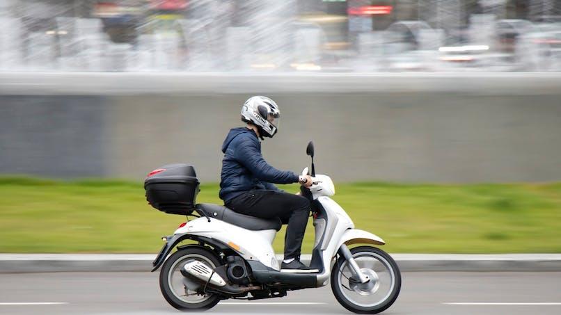 Scooter, moto, voiturette : le permis AM évolue