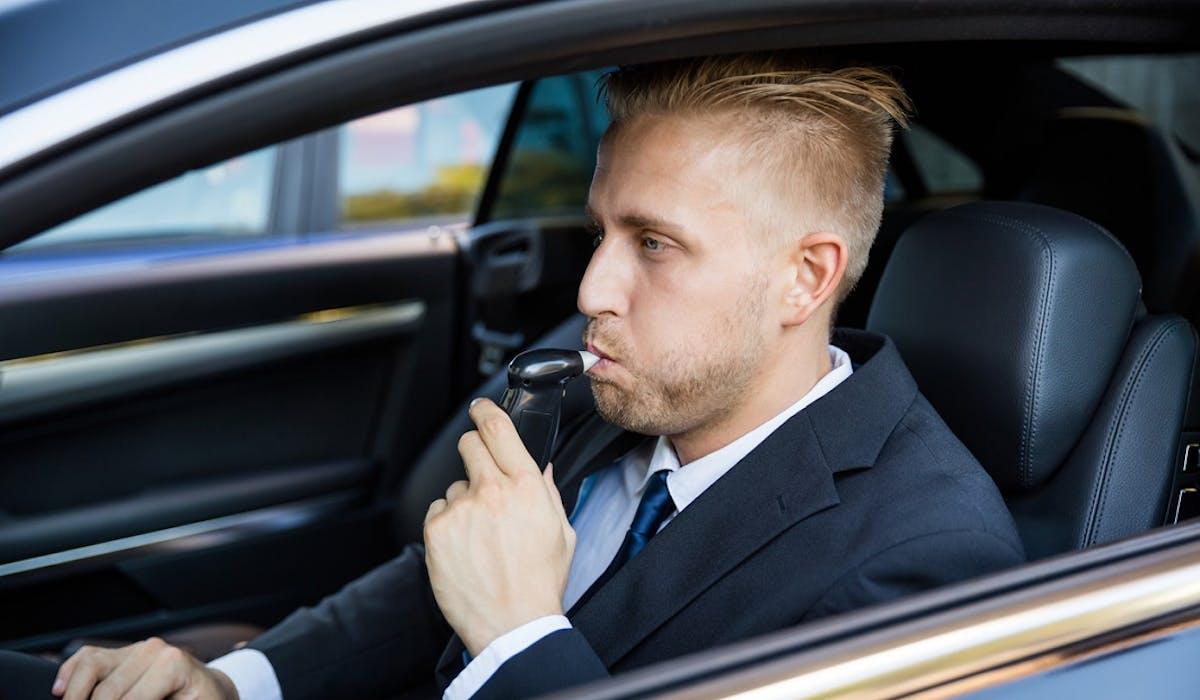 Lors du calcul du taux d'alcoolémie d'un conducteur, une marge d'erreur technique doit en principe être appliquée.