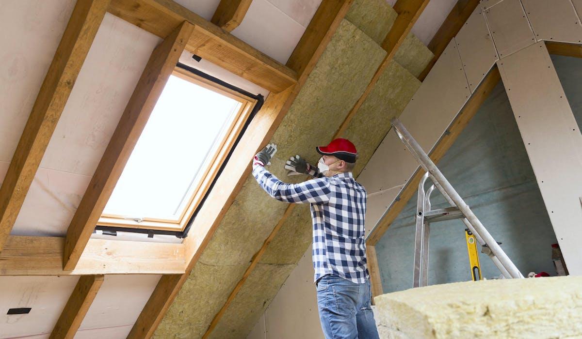 L'isolation de la toiture figure parmi les travaux éligibles à l'éco-PTZ.