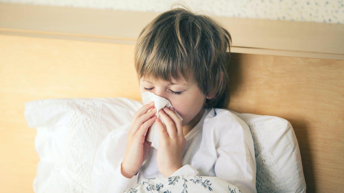 La direction de l'école est en droit de refuser un enfant pour certaines maladies afin d'éviter tout risque de contagion.