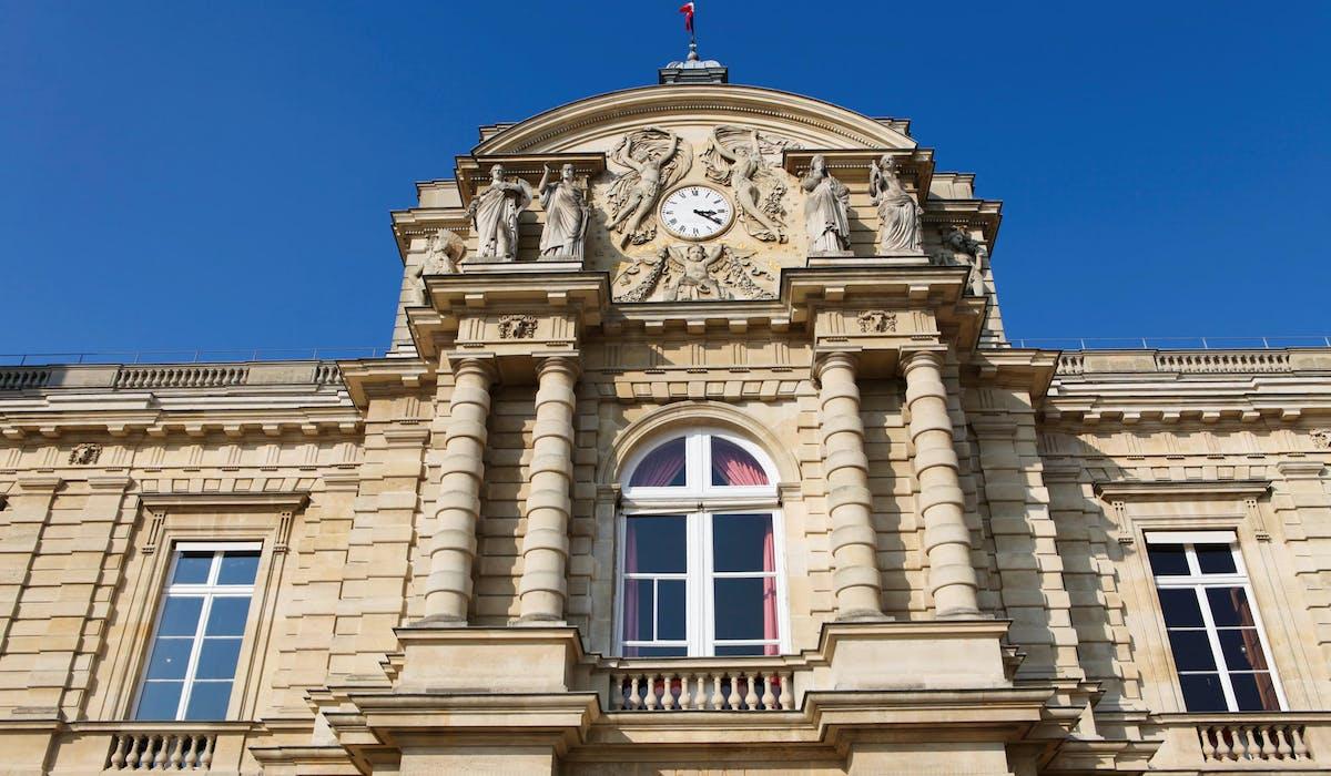Le Sénat « assure la représentation des collectivités territoriales », selon l'article 24 de la Constitution.