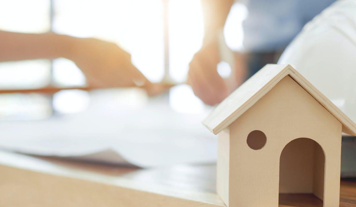 Vous pouvez procéder à une donation avec réserve d'usufruit de votre bien immobilier.