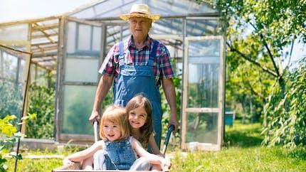 Les grands-parents dépensent en moyenne 1 650 euros par an pour leurs petits-enfants