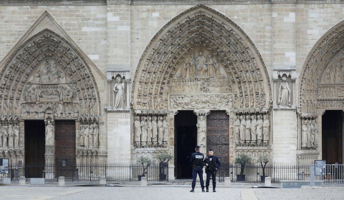 Notre-Dame de Paris le 16 avril, après l'incendie.